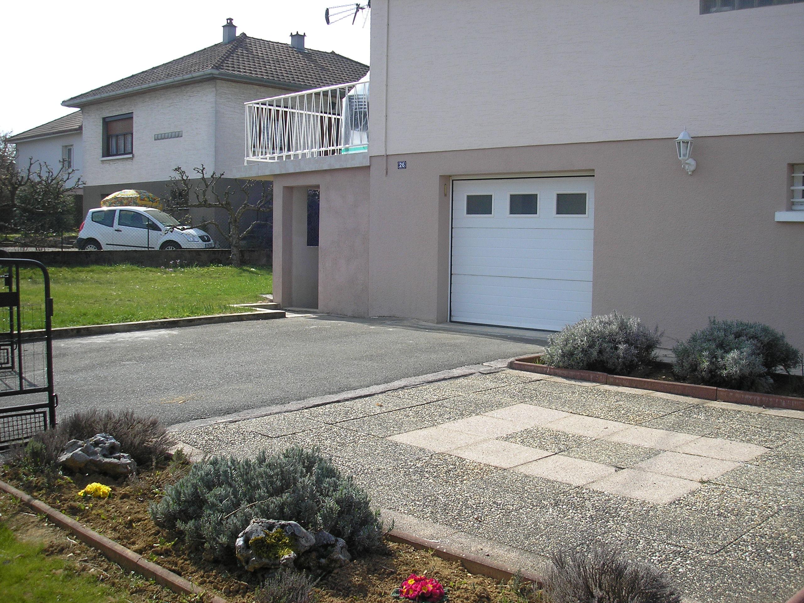 Parking int rieur pour 2 voitures for Creation parterre devant maison